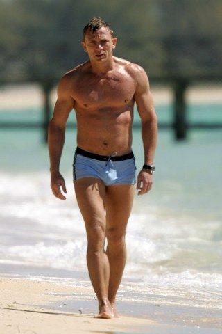 Daniel Craig Height - Weight
