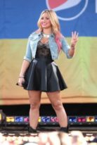 demi-lovato-height-weight-measurements