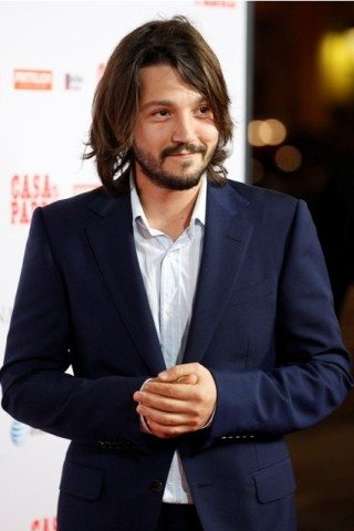 Diego Luna Height – Weight