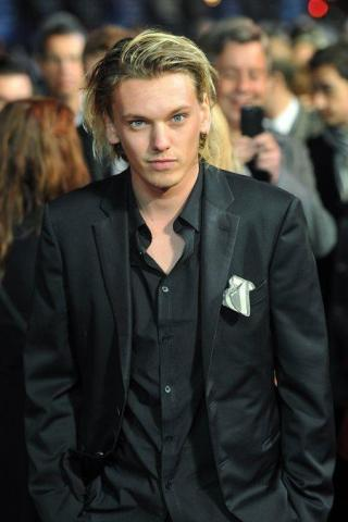 Jamie Campbell Bower Height, Weight