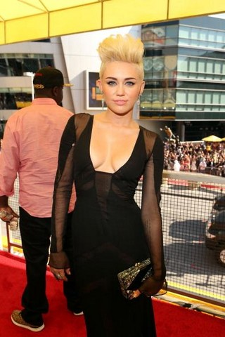 Miley Cyrus Height Weight