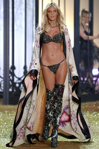 Anja Rubik height and weight