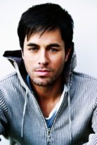 enrique-iglesias-height-weight-shoe-size