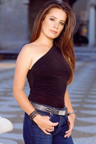Holly Marie Combs Height – Weight