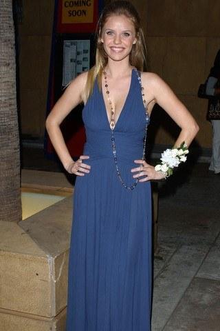 Kelli Garner Height – Weight