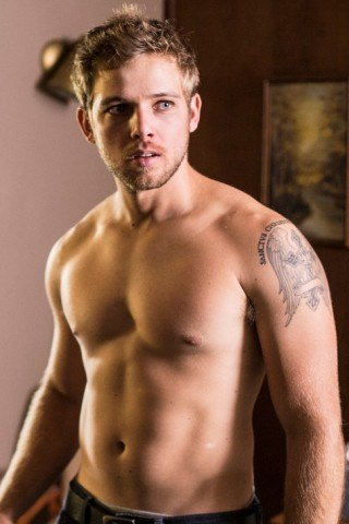 Max Thieriot Height – Weight