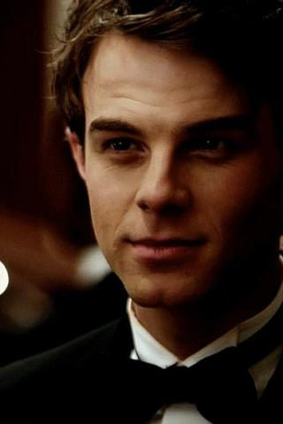 Nathaniel Buzolic Height – Weight