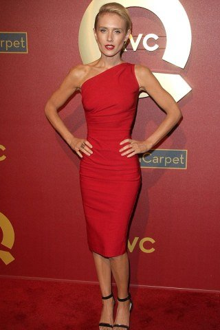 Nicky Whelan Height - Weight