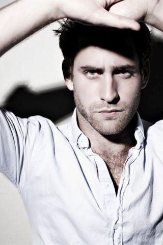 Oliver Jackson-Cohen Height - Weight