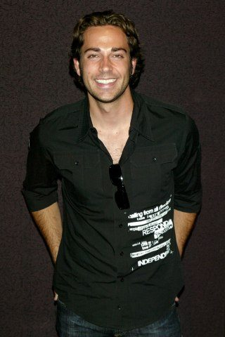 Zachary Levi height and weight