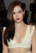 Zoey Deutch height and weight