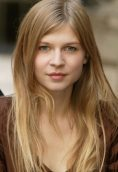 Clemence Poesy height and weight