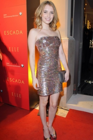 Emma Roberts height and weight