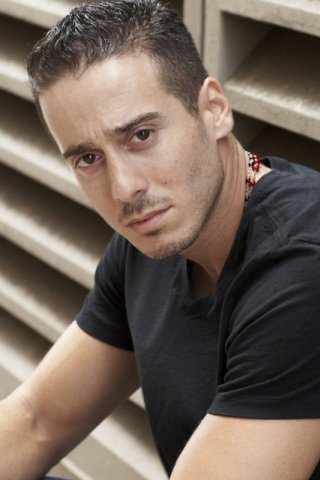 Kirk Acevedo height and weight
