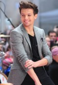 Louis Tomlinson height and weight