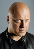 Michael Chiklis height and weight