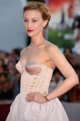 Sarah Gadon height and weight