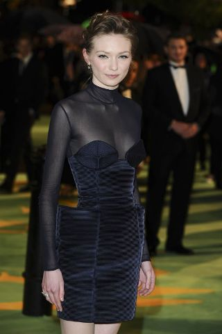 Eleanor Tomlinson height and weight 2016