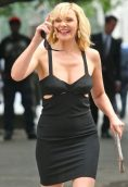 Kim Cattrall height and weight