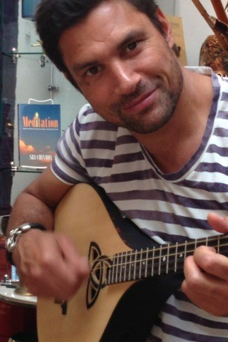 Manu Bennett height and weight