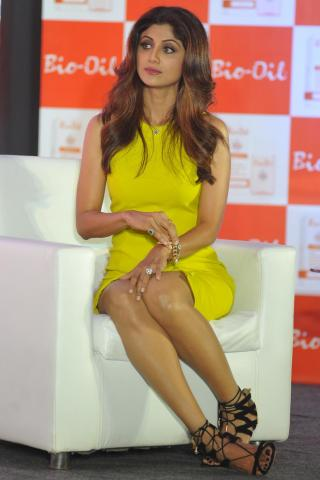 shilpa-shetty-height-weight-measurements