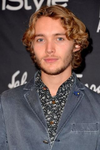 Toby Regbo height and weight