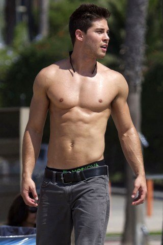 Dean Geyer height and weight