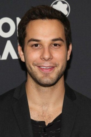 Skylar Astin Height – Weight