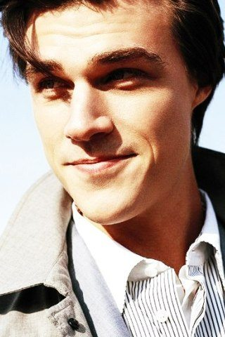 Finn Wittrock height and weight