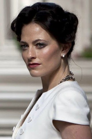 Lara Pulver height and weight