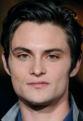 Shiloh Fernandez height and weight