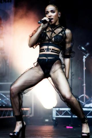 FKA Twigs height and weight
