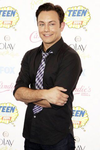 Jonathan Sadowski height and weight