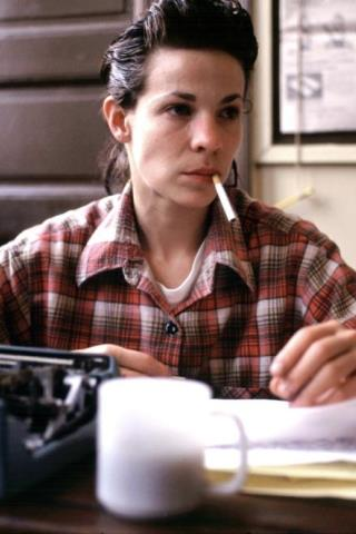 Lili Taylor height and weight