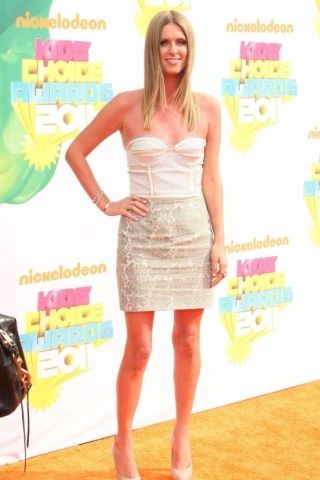 Nicky Hilton height and weight