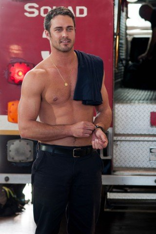 Taylor Kinney height and weight
