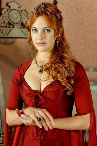Meryem Uzerli height and weight