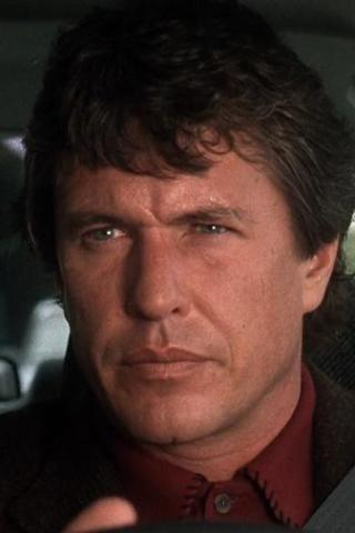 Tom Berenger height and weight