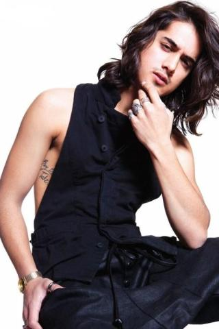 Avan Jogia height and weight