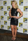 Emily Bett Rickards height and weight 2017