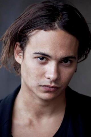 Frank Dillane Height - Weight