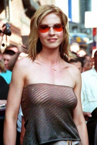 Jenna Elfman Height – Weight