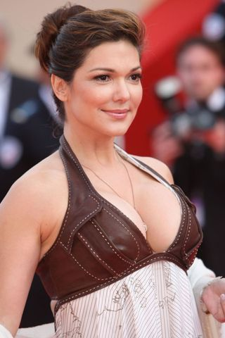 Laura Harring height and weight