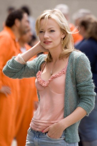 Samantha Mathis height and weight