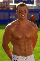 alan-ritchson-height-weight-shoe-size