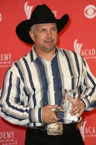How tall is Garth Brooks