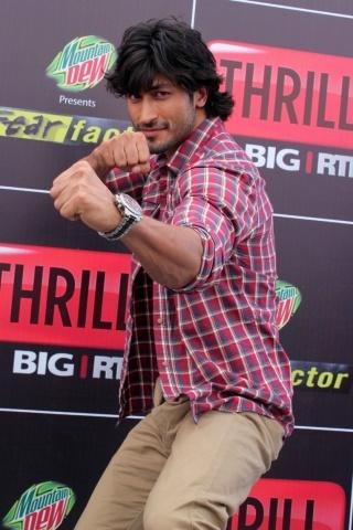 Vidyut Jamwal height and weight