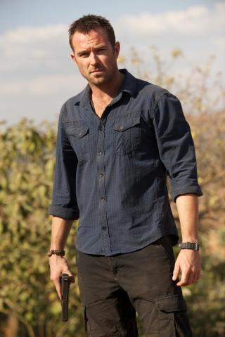 Sullivan Stapleton height and weight