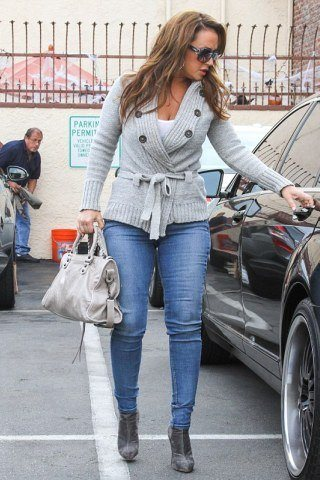 Leah Remini height and weight
