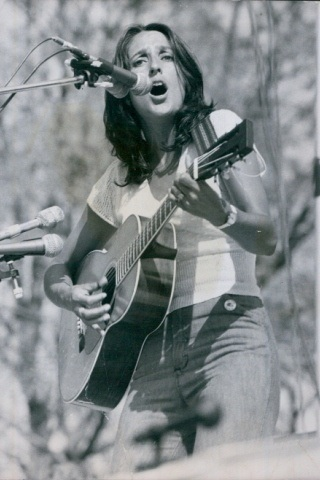 Joan Baez height and weight